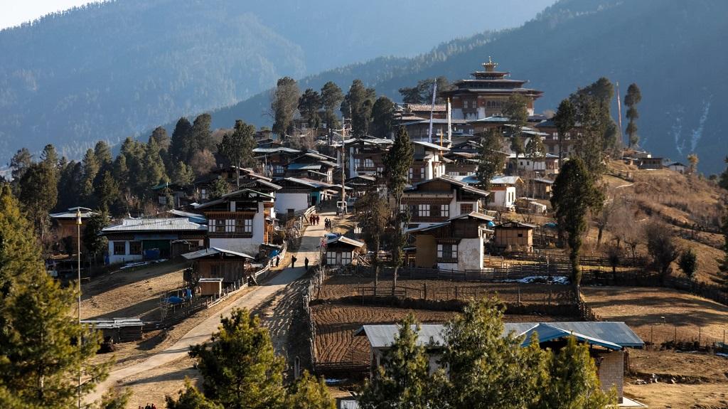 gangtey_dzong_and_village_office_17207