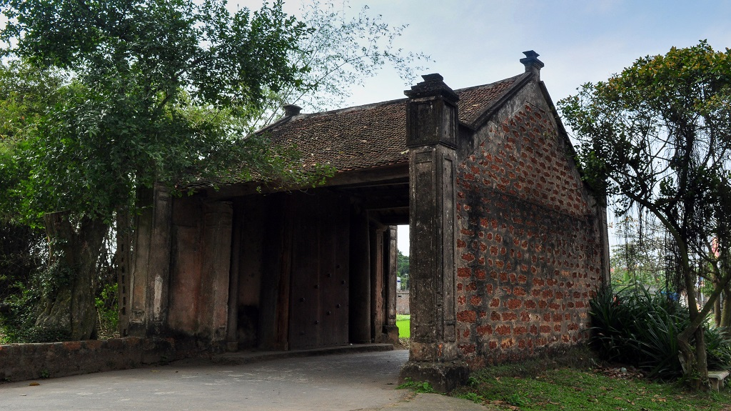 The gate – Duong Lam ancient village